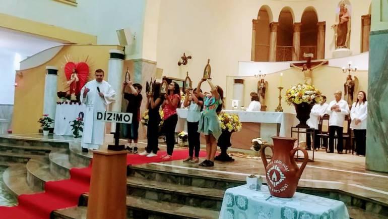 Missa de Renovação da Aliança de Amor na Paróquia Nossa Senhora do Carmo