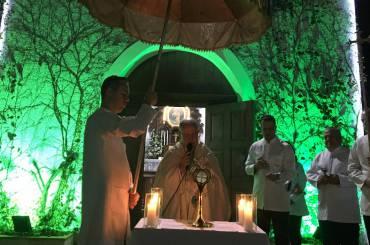 A família de Schoenstatt vai ao encontro do Cristo Eucarístico