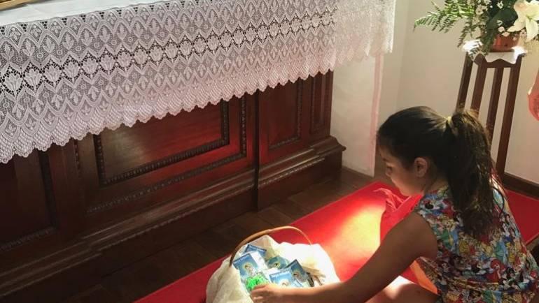 Crianças da Catequese presenteiam Nossa Senhora no Santuário Morada da Alegria Vitoriosa!